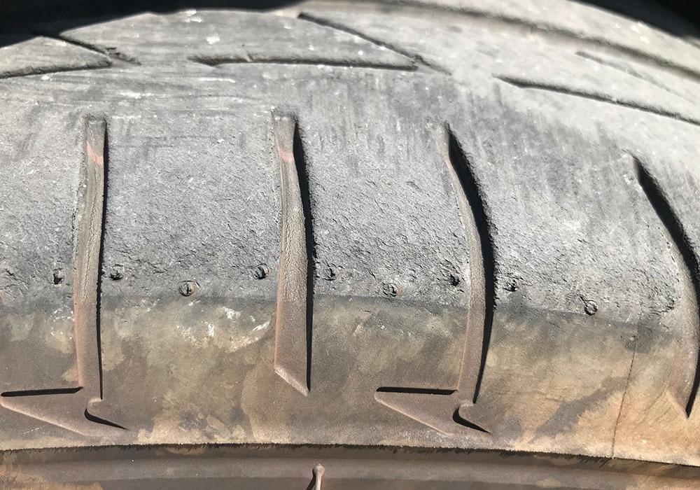 ランフラットタイヤの表面画像