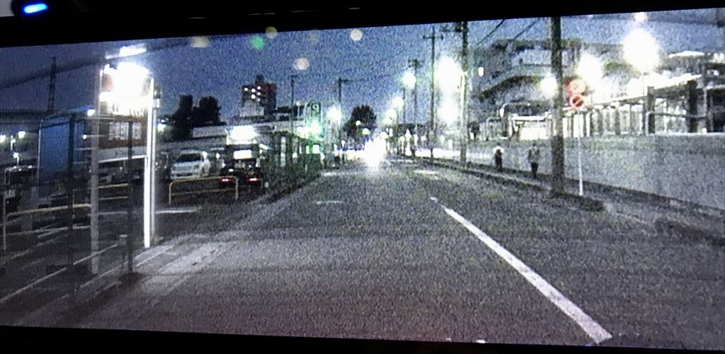 夜間のリアカメラの画像