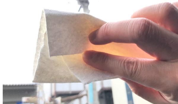 フロントガラスをエタノールで拭く